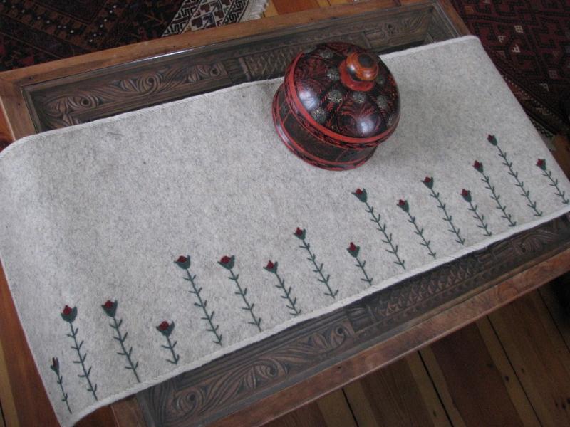 FilzTischläufer Tulpe  handbestickter Tischläufer aus