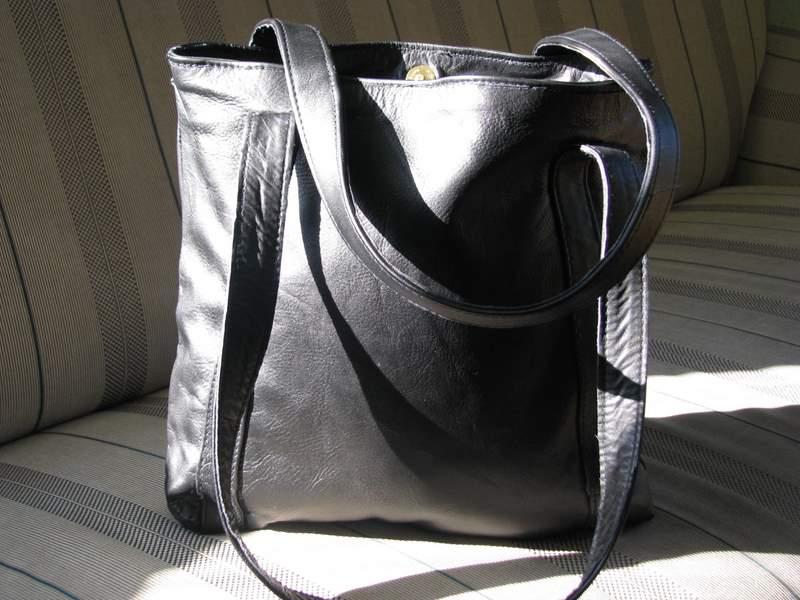 ledertasche fr ulein schlicht in schwarz elegante einkaufstasche gundara. Black Bedroom Furniture Sets. Home Design Ideas