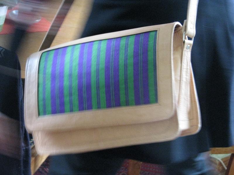 schultertasche gerahmter karsai umh ngetasche aus stoff und naturleder gundara. Black Bedroom Furniture Sets. Home Design Ideas