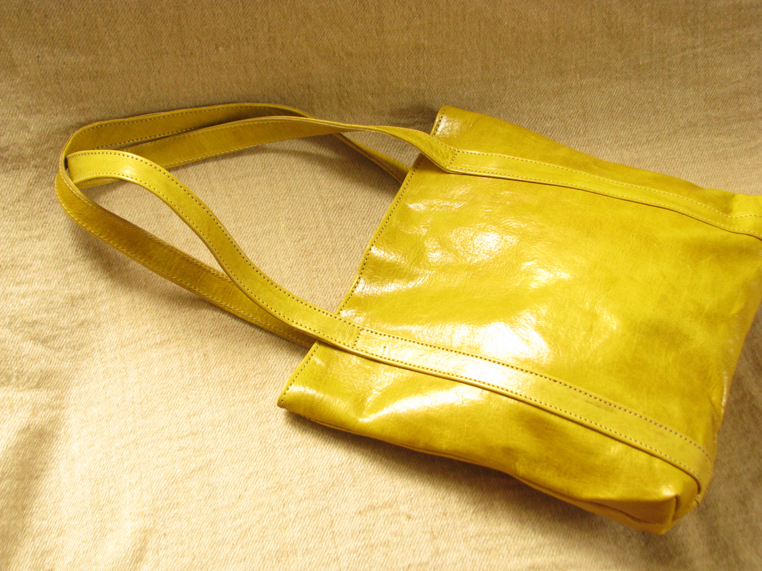 sac de courses equitable en cuir jaune missy simple gundara. Black Bedroom Furniture Sets. Home Design Ideas
