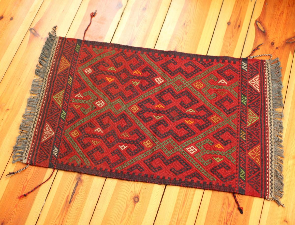 turkmenischer susani handgemacht durch frauen in afghanistan. Black Bedroom Furniture Sets. Home Design Ideas