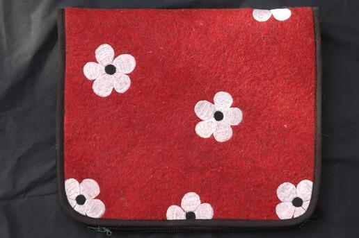 Gundara - Laptop-Tasche Flower-Power - Filztasche mit Blumenmuster