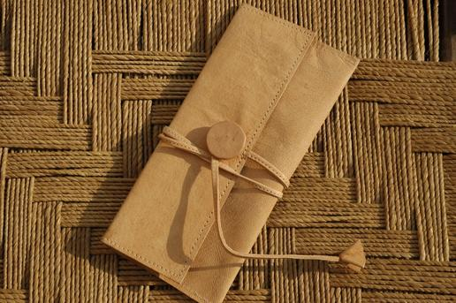 Gundara - Wrap - cosmetics pouch in leather