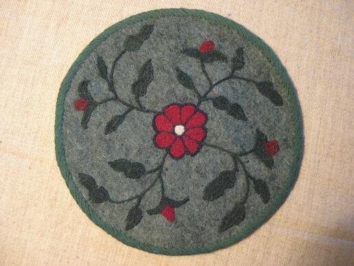 Gundara - Dessous de plat fleuri - en feutre vert