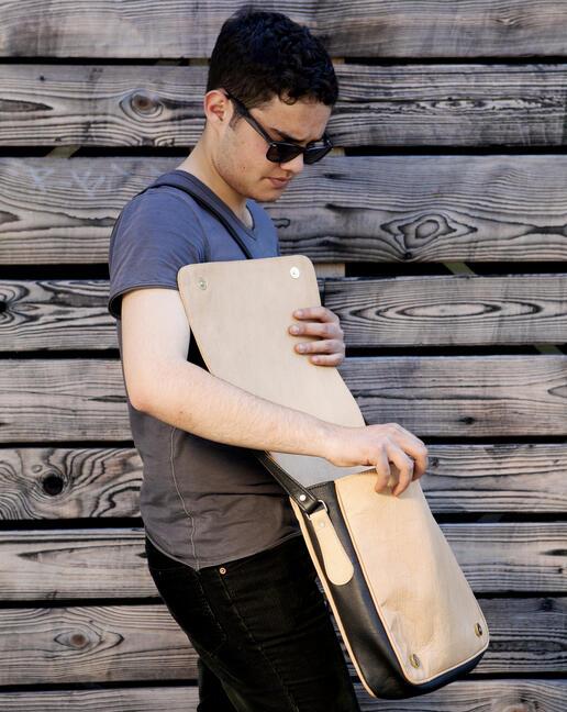 sac en cuir Dariha - avec Marvin Hamham, photo Ulrika Walmark