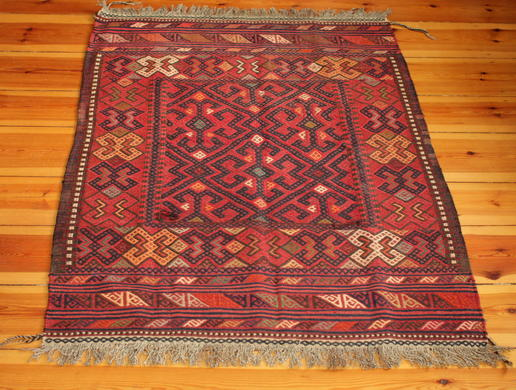 funbky woolen rug with red background