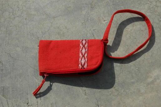 Gundara - Gulduzi - Par Zardozi - Housse à iPod coton rouge