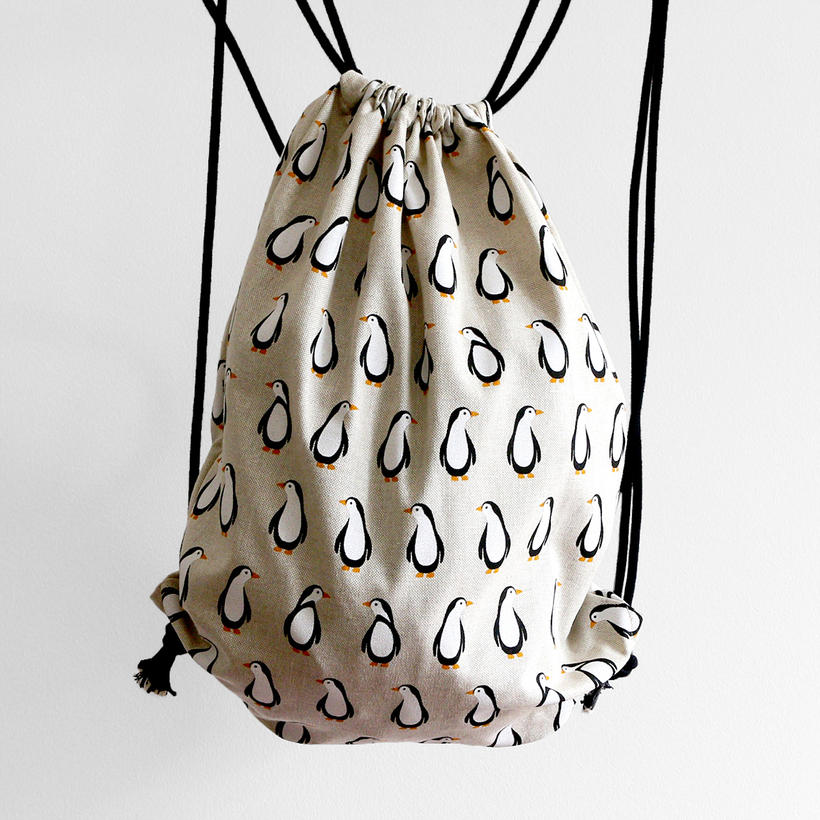 Drawstring bag with penguin print