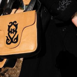 Gundara - Kleine Handtasche Kleiner Kirgise - kleine Schultertasche aus Echtlede