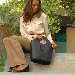 Shopper im Garten - Gundara