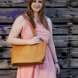 Leila sac de courses avec Pauline Liebart - photo Ulrika walmark