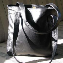 Gundara - Missy Simple in Black - elegant shopping bag - black leather