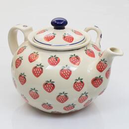 théière avec des fraises