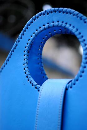 detail Shopper Bleu Piscine | photo Casey G. Johnson | Gundara