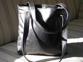 Gundara - Fräulein Schlicht in schwarz -Einkaufstasche - aus Leder - 100% Fairchain