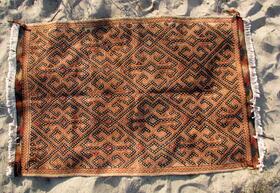 Terracotta-farbener Susani - Gundara - handgewebt und bestickt
