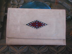 Gundara - wallet with an embroidery