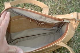 sac en cuir vu du dessus - Gundara