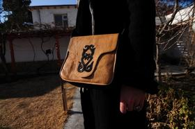 Gundara - Petit Kirghize - sac en cuir - Motif  tribal kirghize