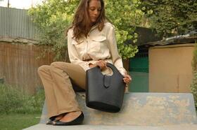 Black shopper in the garden with Sarah-Jean Cunningham - Gundara
