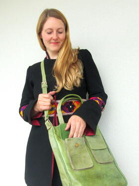 Happy Laura in green leather - shoulder bag - fair trade from Burkina Faso