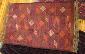 tapis brodé en laine - tapis tribal fait main