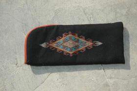 Zardozi - Ainak - black padded cotton case - made by refugees