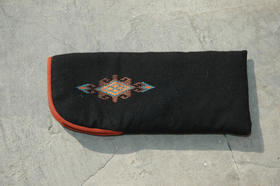 Zardozi - Ainak - padded spectacle case in black- hand-embroidered
