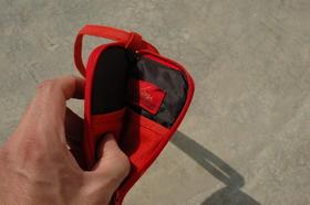 Gundara - Gulduzi - Par Zardozi - Housse à iPod coton rouge - doublure noire